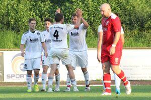Lennart Zaglauer hat soeben das 1:0 für Weilheim erzielt. Foto: Cornelius Nickisch