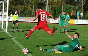 Im Heimspiel gegen den TSV Köngen wurden die Weilheimer (hier Marco Parrotta) mehr gestoppt, als ihnen lieb war - im Auswärtsduell beim TSVG Waldstetten wollen sie ihr Durchsetzungsvermögen wiederfinden. Foto: Markus Brändli