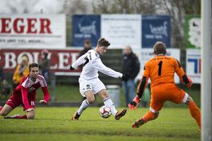 Zwei Tore vorbereitet (hier das 1:1), zwei selbst gemacht: André Kriks war für den TSV Weilheim der Mann des Spiels gegen den TSV Bad Boll. Foto: Deniz Calagan