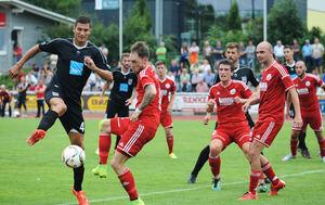 Es geht wieder los: Erstmals seit dem WFV-Pokalspiel gegen Ulm vor vier Wochen (Spielszene) bestreiten die Weilheimer wieder ein Pflichtspiel im Lindachstadion. Morgen gastiert der TV Echterdingen unter der Limburg.Foto: Markus Brändli