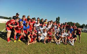 Rot-weißes Feierbild: Der TSV Weilheim I und II lieferten den knapp 1000 Zuschauern zwar kein hochklassiges Finale, dafür aber eines mit Seltenheitswert.