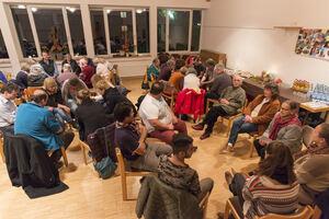 In Sitzgruppen wird in der Zionskirche nicht miteinander geredet, sondern mit Gott, in freien Worten, ob laut oder leise.Foto: Peter Dietrich