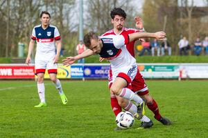 Kein Durchkommen: Yücel Uluköyli und der TSV Weilheim haben sich an Blaustein die Zähne ausgebissen. Foto: Genio Silviani