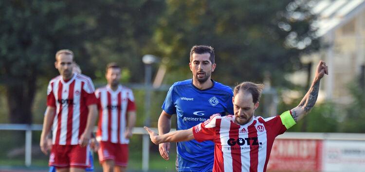 Den Ball vor Augen, den Sieg im Sinn: Der TSVW um Kapitän Mike Tausch hat den FCF nach der Pause entzaubert. Foto: Markus Brändli