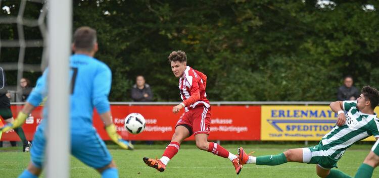 Der TSV Weilheim (in Rot) war in Köngen die Mannschaft mit den besseren Chancen.Foto: Markus Brändli