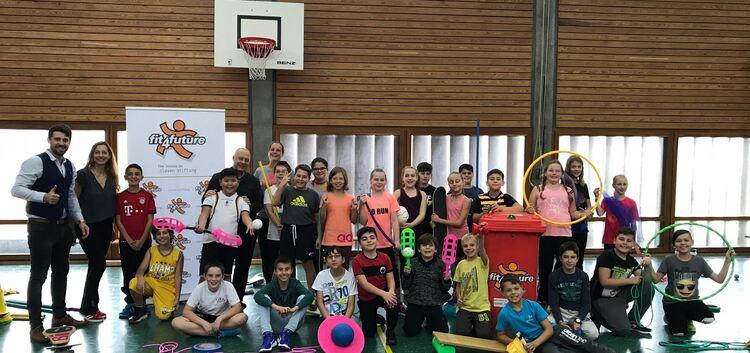 Die Klassen 5¿a und 5¿b der Teck-Realschule spielen begeistert.Foto: pr