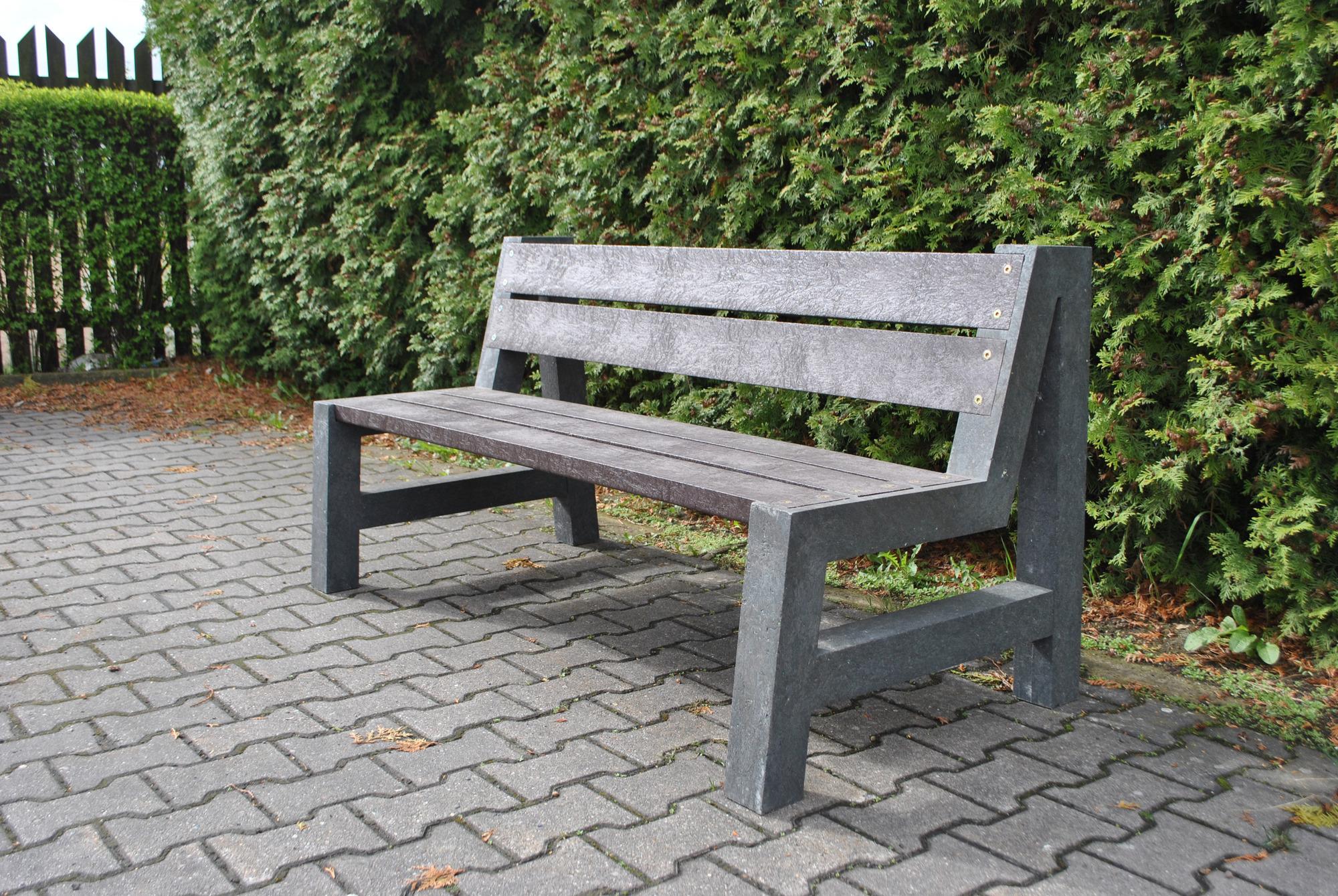 Sie Machen Die Draußenzeit Schöner Die Gartenbank Ist Wartungsfrei Und  Witterungsbeständig. Foto: Epr/Nie Mehr Streichen.de