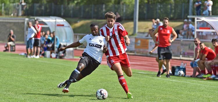 Durchsetzungsstark: Deniz Emini (re.) und der TSVW haben zum Saisonstart gewonnen. Foto: Markus Brändli