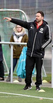 In Weilheim sieht niemand schwarz: Trainer Benjamin Geiger genießt das Vertrauen der Verantwortlichen. Foto: Markus Brändli