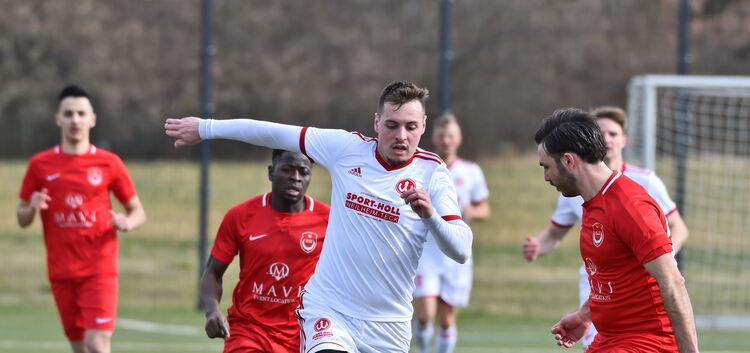 Nichts war's mit dem zweiten Saisonerfolg: Die zweite Mannschaft des TSV Weilheim (in Weiß) bleibt nach dem 1:4 gegen Türkspor Nürtingen Schlusslicht in der Kreisliga A2.Foto: Markus Brändli