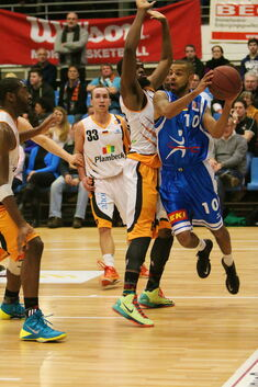 Knights , Basketball , Cuxhaven , Mike Baumer