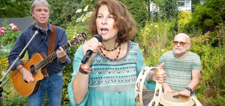 Bernd Kiederer, Ilona Nowak und der Stuttgarter Percussionist Harald Mall wollen übermorgen im Kirchheimer Marstallgarten mit So